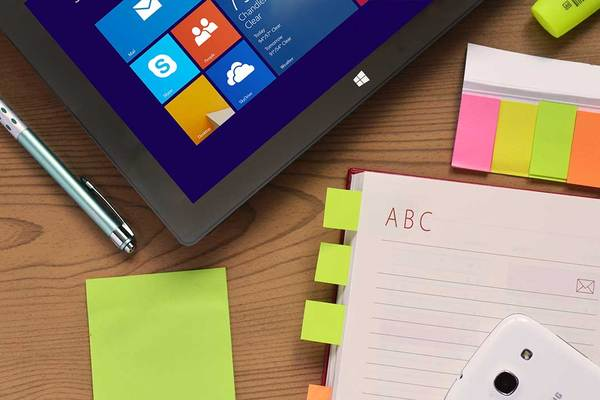 Card desk laptop notebook pen1